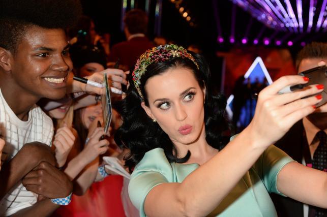 Katy Perry na czerwonym dywanie MTV EMA 2013