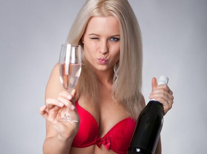 Kobieta z szampanem