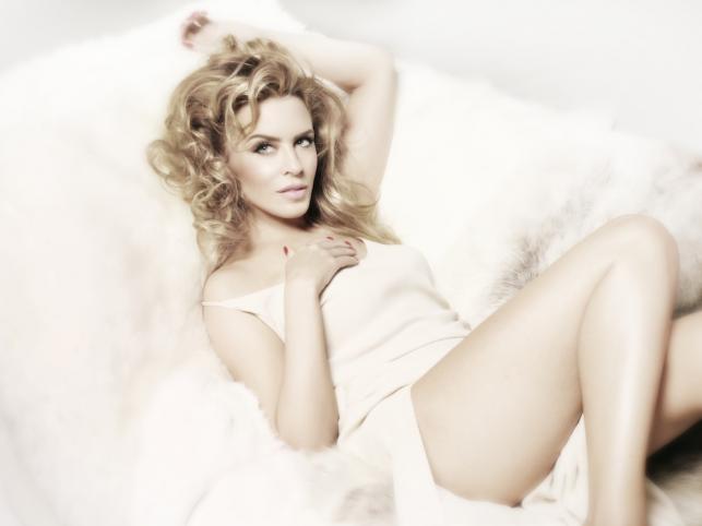 "Kylie Minogue na zdjęciu z sesji do krążka ""Kiss Me Once"""