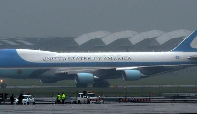 Samolot Air Force One z prezydentem Stanów Zjednoczonych Barackiem Obamą
