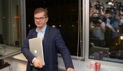 """Sylwester Latkowski, redaktor naczelny """"Wprost"""", z laptopem"""
