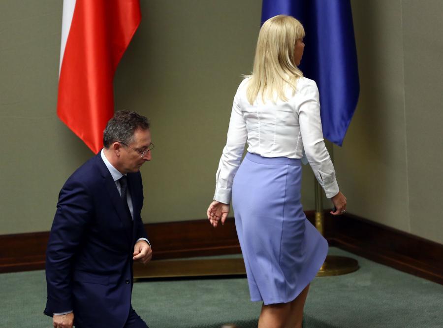Wicepremier i minister infrastruktury Elżbieta Bieńkowska i szef MSW Bartłomiej Sienkiewicz