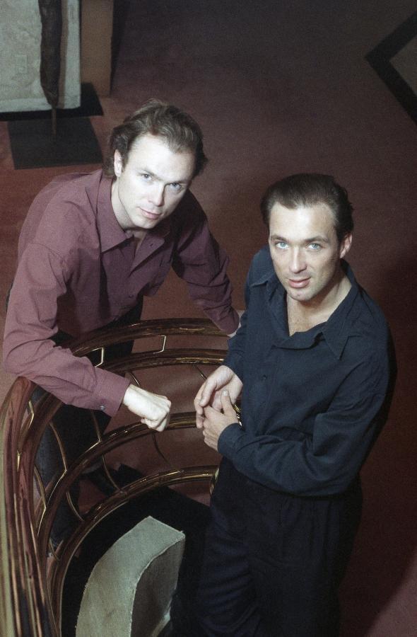 Gary i Martin Kemp w roku 1990