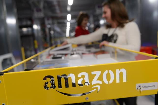 W Polsce Amazon wymaga od swoich pracowników zgody na 10 godzinne zmiany cztery dni w tygodniu.