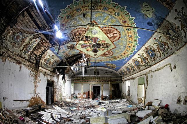 Sosnowiec. Opuszczona kaplica w dzielnicy Milowice wykorzystywana przez lata jako magazyn sklepu