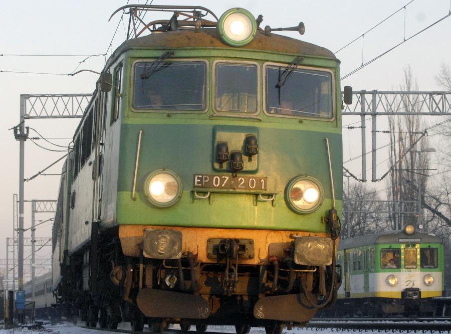 PKP Cargo sięga do kieszeni pracowników