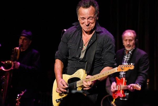 Bruce Springsteen gra do 2 nad ranem