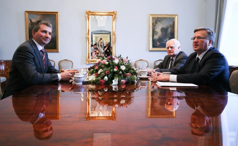 Prezydent Bronisław Komorowski, szef Komitetu Stabilności Finansowej i minister finansów Mateusz Szczurek i sekretarz stanu w Kancelarii Prezydenta Olgierd Dziekoński