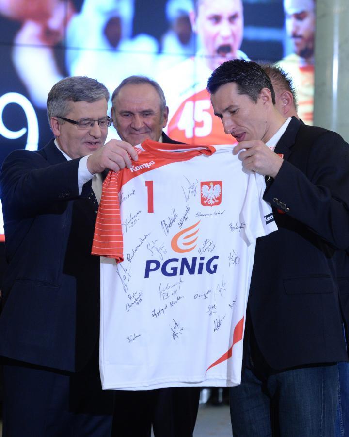 Prezydent Bronisław Komorowski odznaczył polskich piłkarzy ręcznych