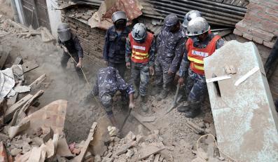 Ratownicy w Nepalu