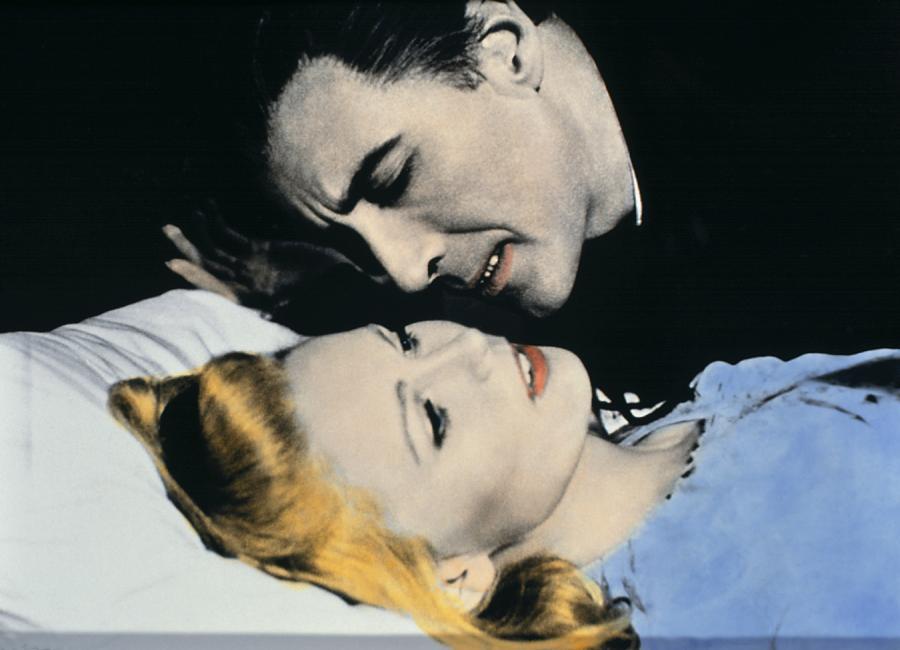 Veronica Carlson i Christopher Lee jako Hrabia Dracula