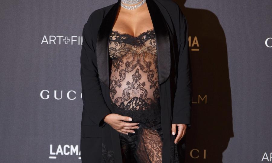 Kim Kardashian prawie naga w 8 miesiącu ciąży