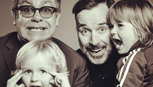 Elton John, jego partner David Furnish i ich dzieci