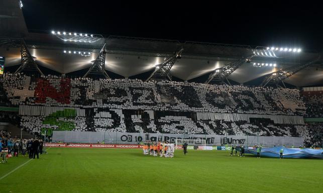 Nieznani Sprawcy obchodzili swoje święto na trybunach stadionu Legii. ZDJĘCIA