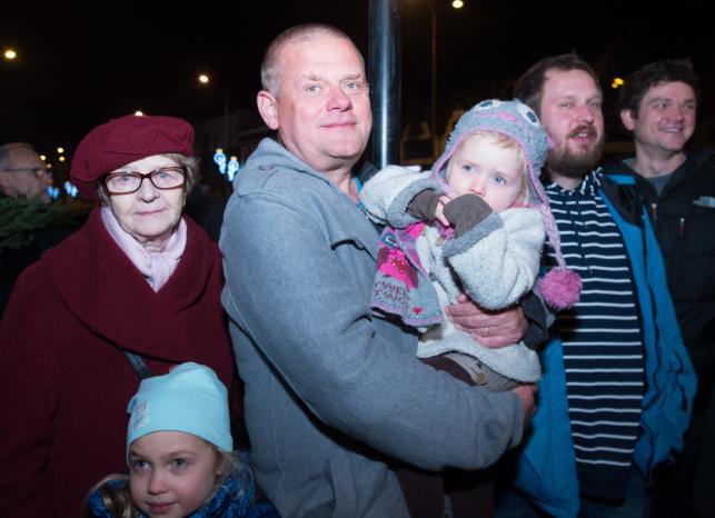Kazik Staszewski z rodziną na uroczystościach w Pabianicach