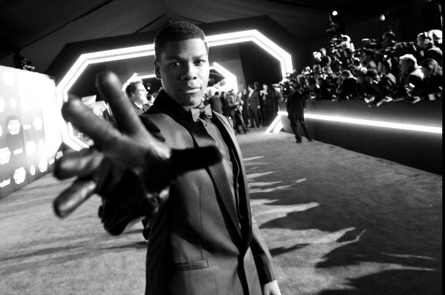 """John Boyega na premierze """"Gwiezdnych wojen"""""""