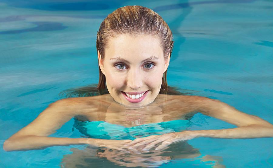 Kobieta w basenie