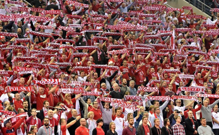 Polscy kibice podczas meczu grupy A mistrzostw Europy piłkarzy ręcznych z Serbią