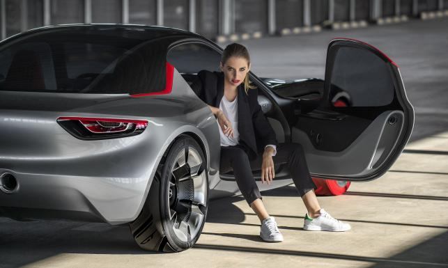 Opel ujawnił nowy model. Astra z Gliwic to za mało. Mamy pierwsze FOTO