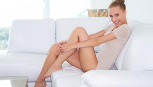 Kobieta z pięknymi nogami