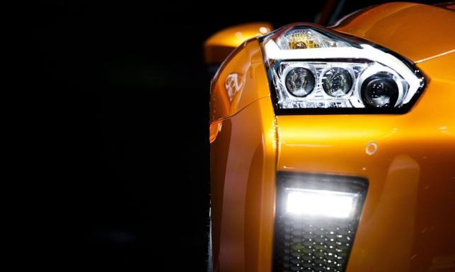 Nowy nissan GT-R przyciągnął tłumy. Takie samochody potrafią robić jedynie w Japonii. Zdjęcia