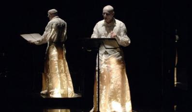 Opera żerująca na staroświeckiej konwencji