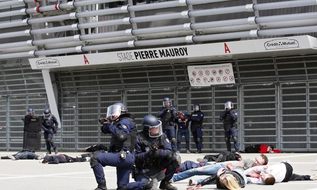 Euro 2016: We Francji służby ćwiczą się na wypadek ataku terrorystycznego. ZDJĘCIA