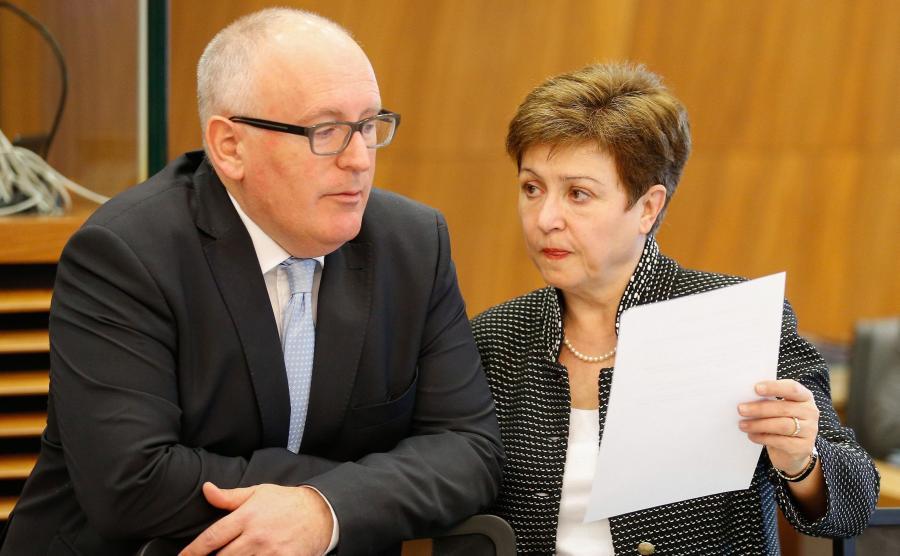 Wiceszef KE, Franz Timmermans i komisarz ds. budżetu, Kristalina Georgieva