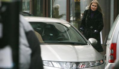 Katarzyna Skrzynecka parkuje w niedozwolonym miejscu