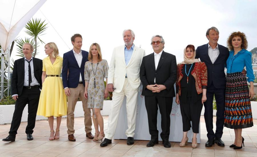 Jury 69. Festiwalu Filmowego w Cannes: Arnaud Desplechin, Kirsten Dunst, Laszlo Nemes, Vanessa Paradis, Donald Sutherland, George Miller, Katayoon Shahabi, Mads Mikkelsen, Valeria Golino