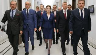 Ewa Kopacz w otoczeniu swoich najbliższych współpracowników