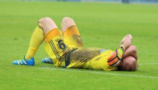Rozczarowany bramkarz Górnika Zabrze Grzegorz Kasprzik, po zakończeniu meczu w grupie spadkowej w ostatniej kolejce Ekstraklasy piłkarzy przeciwko Termalice Bruk-Bet Nieciecza