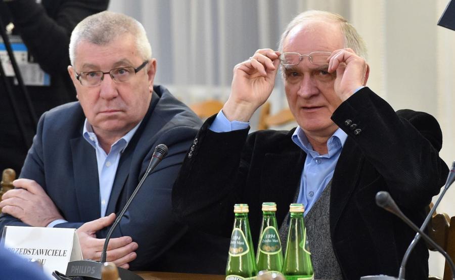 Przewodniczący KRRiT Jan Dworak i pełnomocnik rządu ds. reformy mediów, wiceminister kultury Krzysztof Czabański podczas posiedzenia sejmowej Komisji Kultury i Środków Przekazu
