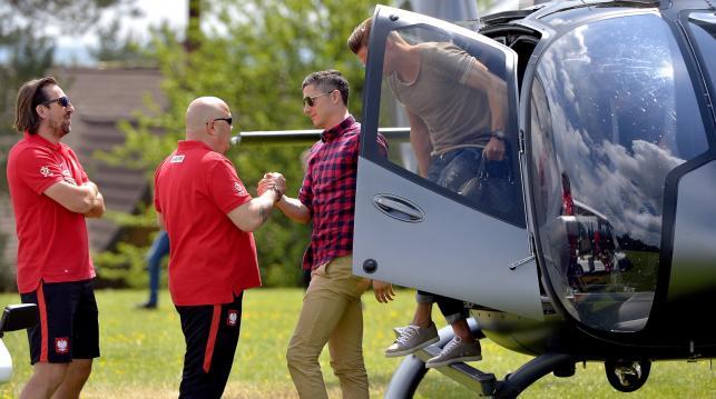 Lewandowski wylądował w Arłamowie. Gwiazdor Bayernu przyleciał helikopterem