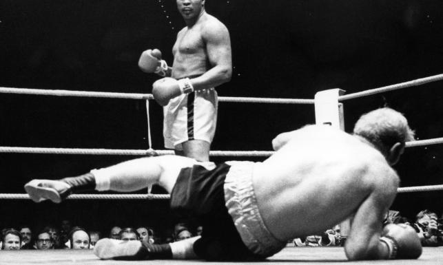 Muhammad Ali. Odszedł mistrz, esteta ringu, ulubieniec kibiców [SYLWETKA i ZDJĘCIA]