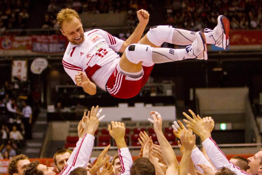 Piotr Gacek w powietrzu. Tak reprezentacja Polski cieszyła się z wygranej z Australią w ostatnim meczu interkontynentalnego turnieju kwalifikacyjnego do Igrzysk Olimpijskich w Rio