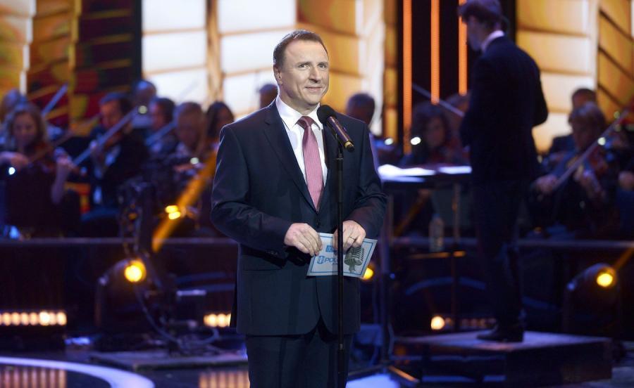 Prezes TVP Jacek Kurski na scenie w czasie Festiwalu w Opolu