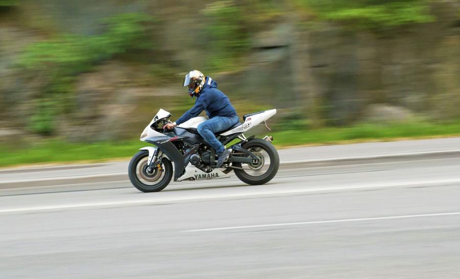 Mężczyzna na motocyklu
