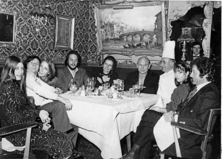Krystyna Podleska, Roman Polański, Gene Gutowski, Yul Brynner w knajpie w Londynie / fot. archiwum prywatne Krystyny Podleskiej