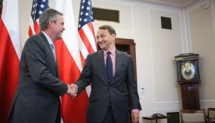 Marszałek Sejmu Radosław Sikorski przyjmuje w Sejmie byłego gubenratora Florydy Jeba Busha. Zdjęcie z 11 czerwca 2015 roku