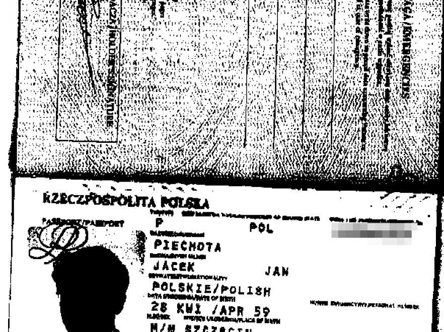 Kopia paszportu znaleziona u Petera Vogla. Seria dokumentu zgadza się z zapisaną w umowie o otwarcie konta na nazwisko Jacka Piechoty