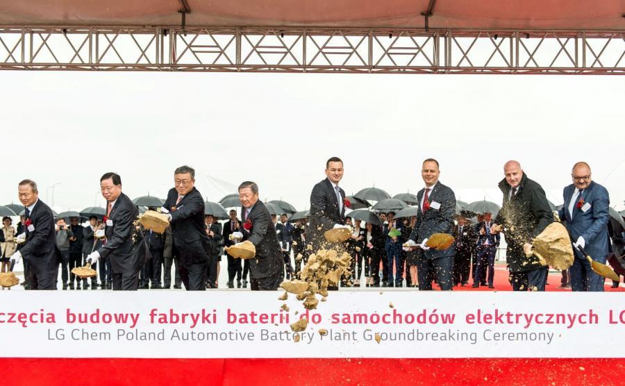 Wicepremier, minister finansów i rozwoju Mateusz Morawiecki podczas rozpoczęcia budowy fabryki LG Chem w Biskupicach Podgórnych pod Wrocławiem