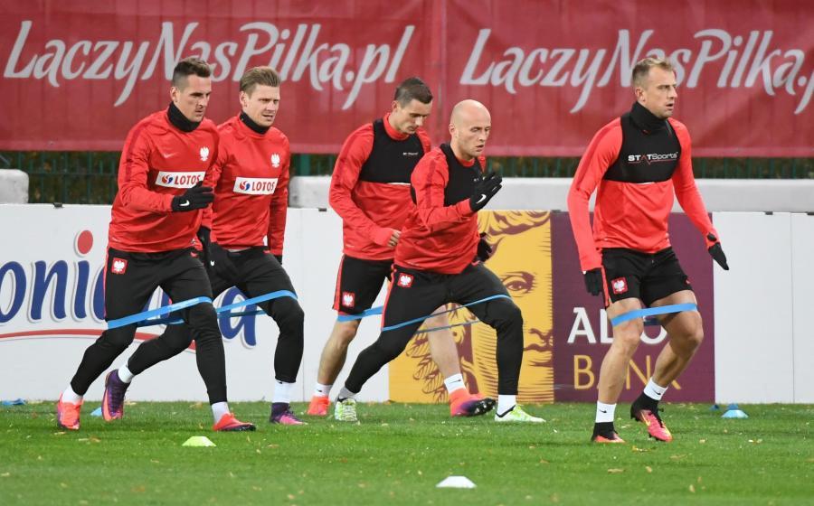 Zawodnicy piłkarskiej reprezentacji Polski (od lewej): Arkadiusz Milik, Łukasz Piszczek, Krzysztof Mączyński, Michał Pazdan i Kamil Grosicki