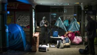 Ewakuacja migrantów z obozowiska w Paryżu