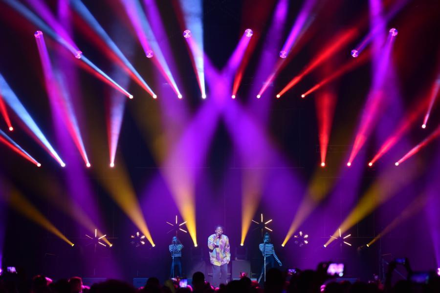 """Dr. Alban podczas koncertu """"90s Live in Concert"""" w Ergo Arenie w Gdańsku"""
