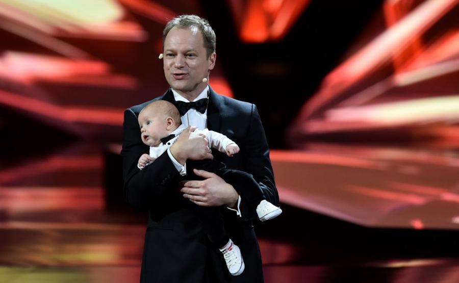 Maciej Stuhr z synem na gali Europejskie Nagrody Filmowe we Wrocławiu