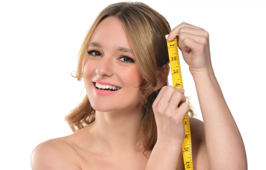 Kobieta z centymetrem