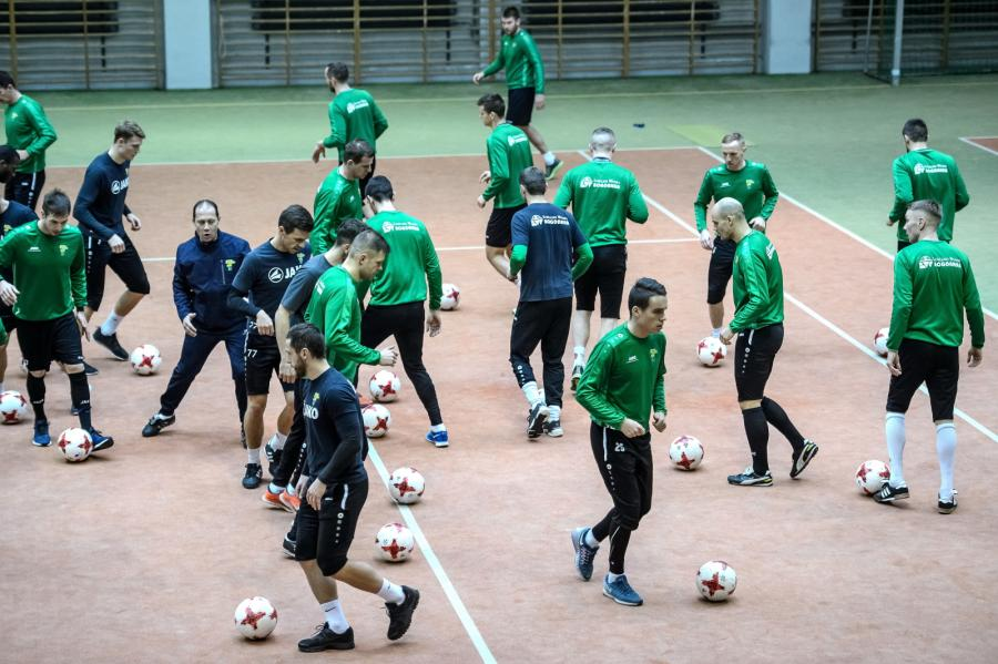 Piłkarze Górnika Łęczna podczas treningu