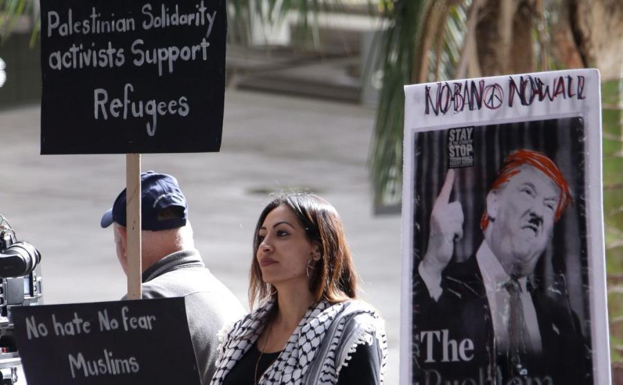 Demonstracja przeciwko dekretowi Trumpa na lotnisku w Los Angeles