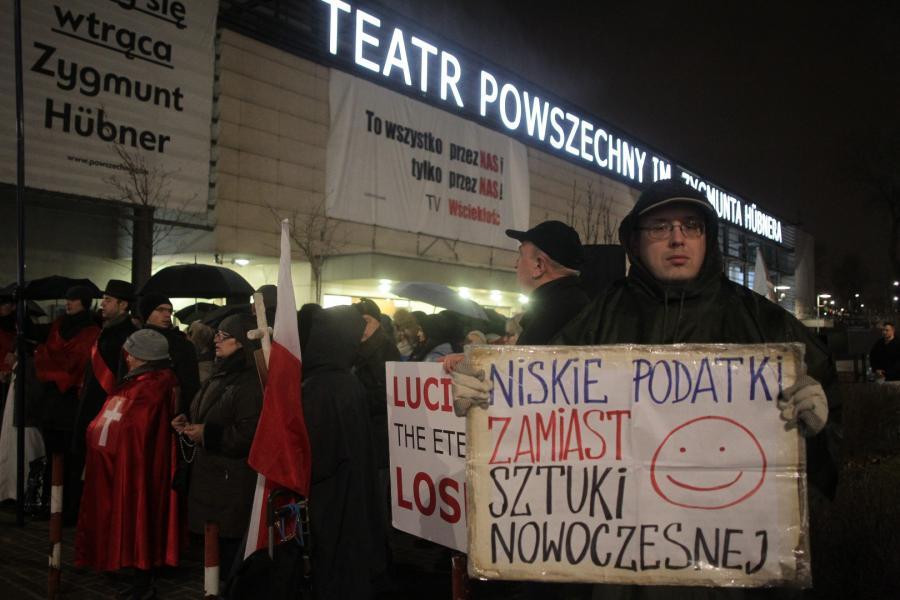 Pikieta przed Teatrem Powszechnym